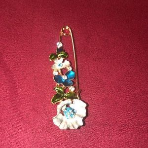 Jewelry - Large Vintage Pin Brooch